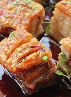 หมูกรอบซอสคาราเมล Crisp Pork with Caramel Dressing