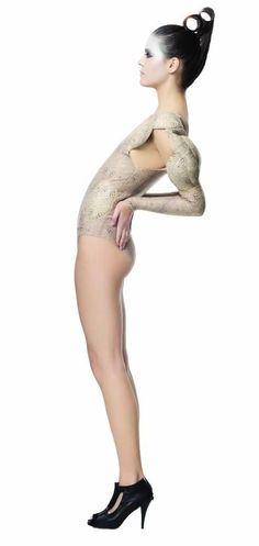 Perfección destructiva · NATALIA LATORRE · Se ven forzadas a dejar sus muñecas, sus cotidianos juegos, sus inocentes experiencias y la naturalidad de la infancia para ser lanzadas por sus padres a un mundo plástico y artificial. · Taller de diseño casual y formal 2011 · Diseño de Modas · Colegiatura Colombiana · Medellín-Colombia Ballet Shoes, Dance Shoes, Artificial, Stockings, Formal, Fashion, World, Workshop Layout, Medellin Colombia