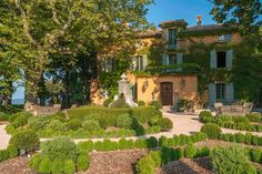 Bohemian Provencal Garden | Domaine de la Baume, South of France (houseandgarden.co.uk)