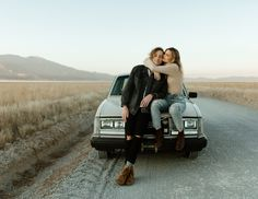 engagements on a vintage car by Paris Tews Couple Photoshoot Poses, Couple Photography Poses, Autumn Photography, Couple Portraits, Couple Posing, Couple Shoot, Car Engagement Photos, Couple In Car, Car Poses