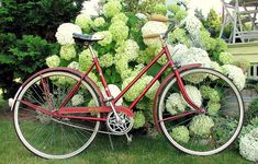 Link to: Lovely Bicycle!: Lovely Bicycles on a Budget: Vintage vs Modern - http://lovelybike.blogspot.com/2010/10/lovely-bicycle-on-budget-vintage-vs.html?m=1