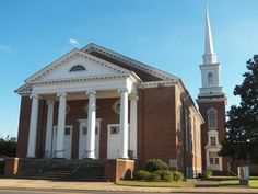church Mystic Falls, Vampire Diaries, Mansions, House Styles, Places, Home Decor, Vampires, Cities, Decoration Home