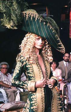 Christian Dior Haute Couture by John Galliano - 1998 Marie Antoinette style… Dior Haute Couture, Couture Mode, Style Couture, Couture Fashion, Fashion Art, Vintage Fashion, Fashion Design, Vintage Dior, Rococo Fashion