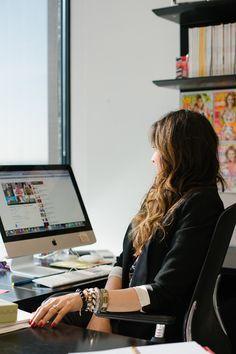 Seventeen Magazine Editor-in-Chief Ann Shoket talks about her career Business Portrait, Photography Business, Lifestyle Photography, Boss Lady, Girl Boss, Vision Board Diy, Poses Modelo, Magazine Editor, Life Magazine