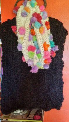 Cuellos grande de pompones..lanas artesanales