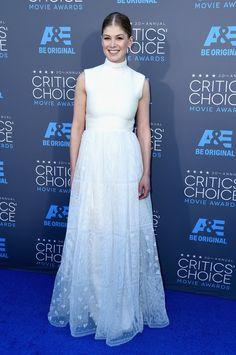 Pin for Later: Die Stars feiern weiter bei den Critics' Choice Movie Awards! Rosamund Pike