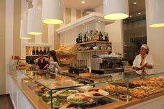 splendide lampade per illuminare fantastiche delizie artigianali!  con gli arredamenti per pasticcerie, per panifici e per caffetterie di design italiano by spazio genio www.spaziogenio.com