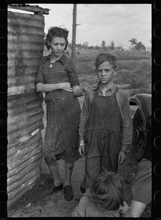 Part of a family of migrant fruit workers, Winter Haven, FL, 1937. Library of Congress FSA/OWI photograph collection.