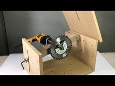 DIY cutting table with old drill Woodworking Techniques, Woodworking Projects Diy, Woodworking Jigs, Unique Woodworking, Wood Tools, Diy Tools, Diy Furniture Videos, Diy Table Saw, Wood Shop Projects