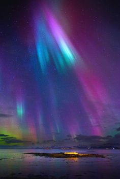 @PinFantasy - Beautiful night sky ~~ For more:  - ✯ http://www.pinterest.com/PinFantasy/naturaleza-~-auroras-boreales-northern-lights/