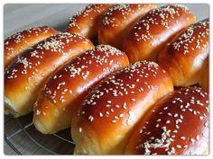 Pihe puha zsemle   Betty hobbi konyhája Hot Dog Buns, Hot Dogs, Hamburger, Bakery, Favorite Recipes, Bread, Food, Brot, Essen