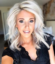 Golden Blonde Balayage for Straight Hair - Honey Blonde Hair Inspiration - The Trending Hairstyle Hair Color Balayage, Ombre Hair, Blonde Balayage, Medium Hair Styles, Curly Hair Styles, Blonde Hair Styles Medium Length, Styling Shoulder Length Hair, Medium Blonde Hairstyles, Bob Hairstyles