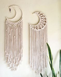 macrame plant hanger+macrame+macrame wall hanging+macrame patterns+macrame projects+macrame diy+macrame knots+macrame plant hanger diy+TWOME I Macrame & Natural Dyer Maker & Educator+MangoAndMore macrame studio Modern Macrame, Macrame Art, Macrame Projects, Craft Projects, Macrame Mirror, Macrame Curtain, Macrame Design, Macrame Jewelry, Sewing Projects