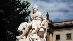 Das Denkmal Alexander von Humboldts auf der Straße Unter den Linden in Berlin vor der Humboldt-Universität, geschaffen um 1900 von R. Begas und M.P. Otto. (picture alliance / ZB / Hubert Link)