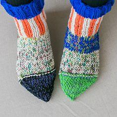 縦しましまのとんがりソックス - 編み物キットオンラインショップ・イトコバコ