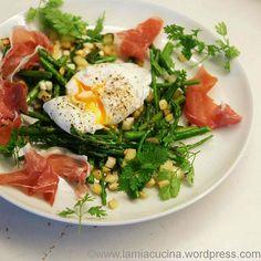 Pochierte Eier nach Daniel Düsentrieb. Mit Grünspargel und Zedratzitronenwürfeln