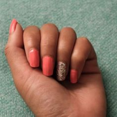 Instructions on how to do a glitter accent nail.