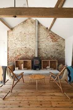 Usually the living room interior of the exposed brick wall is rustic, elegant, and casual. Exposed brick wall will affect the overall look of your house more appreciably. Style At Home, Sweet Home, Barn Living, Living Rooms, Living Area, Exposed Brick Walls, Exposed Beams, Whitewashed Brick, Faux Brick