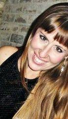Nuestra maquilladora profesional, Natalia de la Iglesia, cuenta con más de 20 años de experiencia en el sector de la imagen y la belleza. Técnico en caracterización, asesoría de Imagen Personal y peluquería, ha trabajado y colaborado en campos muy diferentes, desde los carnavales de Cádiz (su ciudad natal) a videoclips o sesiones fotográficas de moda.