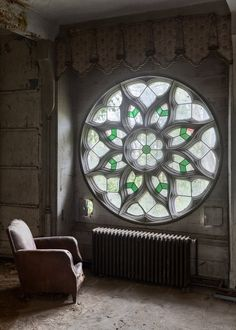 The round window is very gothic feeling, I likehow the chair faces it like it's the accent in the room. Stained Glass Art, Stained Glass Windows, Mosaic Glass, Leaded Glass, Home Interior, Interior Design, Rose Window, Flower Window, Deco Design