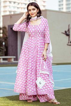Handblock Printed Kurta Palazzo Set In Pink Simple Kurti Designs, Stylish Dress Designs, Kurta Designs Women, Designs For Dresses, Stylish Dresses, Elegant Dresses, Casual Indian Fashion, Indian Fashion Dresses, Dress Indian Style