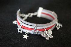 Découvrez Bracelet Suédine 3 couleurs, breloques étoiles et papillon métal argenté  sur alittleMarket