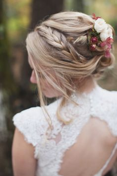 Messy bridal bun with a pretty braid. Photography: Boonetown Story - www.boonetownstory.com