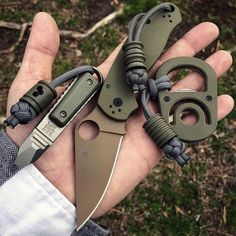 It's and we've created a brand new list of essential survival items for this year! The best bushcraft gear, survival tools, and prepping gear, all in this short list. Urban Survival Kit, Survival Tools, Survival Stuff, Wilderness Survival, Edc Tactical, Tactical Knives, Global Knife Set, Bushcraft Gear, Everyday Carry Gear