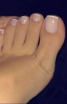 French Pedicure With Glitter Toes Ideas Frensh Nails, Gel Toe Nails, Acrylic Toe Nails, Feet Nails, Gel Toes, Nail Nail, Glitter Toe Nails, Toe Nail Art, Jamberry Nails