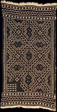 Bogolanfini - Mud Cloth tafé (wrapper).  Artist: Nakunte Diarra - Bamana people, Beledougou area, Mali. Cotton