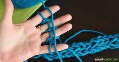 Es gibt eine einfache Stricktechnik, für die du nicht einmal Stricknadeln benötigst. In diesem Beitrag zeigen wir dir, wie du leicht einen Babyschal strickst