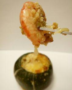 Calabacín luna relleno de quinoa y gambas