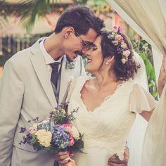 A paixão pela fotografia e casamentos fizeram com que a fotógrafa e sua equipe, direcionasse o trabalho, a um único objetivo, fotografar somente casamentos.