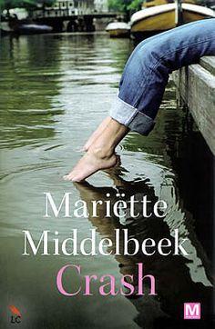 """Boek """"Crash"""" van Mariëtte Middelbeek   ISBN: 9789460680496, verschenen: 2011, aantal paginas: 320"""