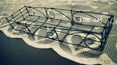 セリアのワイヤーで作ったカトラリーケース。Cutlery basket made of wire.