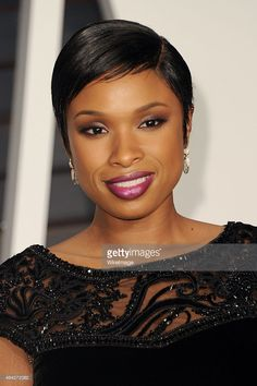 Singer Jennifer Hudson attends the 2015 Vanity Fair Oscar Party hosted by Graydon Carter at...