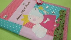 Capa para caderneta de vacinação ela possui dois bolsos internos para cartão de…