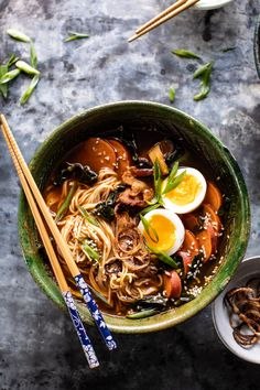 Feel Good Spicy Ramen with Sweet Potatoes and Crispy Shallots. Feel Good Spicy Ramen with Sweet Pota Asian Recipes, Healthy Recipes, Ethnic Recipes, Dutch Recipes, Asia Food, Crispy Shallots, Crispy Potatoes, Homemade Ramen, Half Baked Harvest