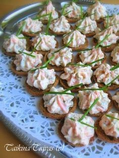Savulohi Palttoon Napit Real Food Recipes, Healthy Recipes, Healthy Food, Savory Pastry, Good Food, Yummy Food, Savory Snacks, Sweet And Salty, Party Snacks