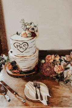 Love wedding cake topper, unique cake toppers for weddings, letter cake toppers, wooden heart cake topper, wedding cake decoration gold - Ideal Wedding Ideas Cabin Wedding, Wedding Cake Rustic, Elegant Wedding Cakes, Wedding Cake Designs, Wedding Cake Toppers, Our Wedding, Wedding Shoes, Tree Wedding Cakes, Wedding Events