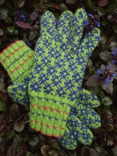 Finely Knitted Estonian gloves Purple and Green FREE SHIPPING - warm and windproof. $116.00, via Etsy.