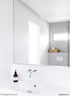 moderni,kylpyhuone,peili,minimalismi,pesuallas