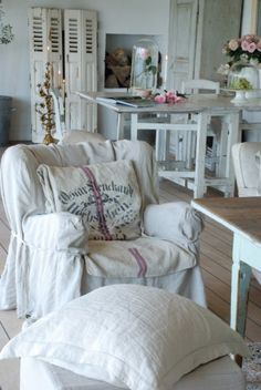 Astonishing Tips: Shabby Chic Cottage Distressed Furniture shabby chic living room red.Shabby Chic Curtains Tie Backs shabby chic pattern beautiful. Sillas Shabby Chic, Interiores Shabby Chic, Baños Shabby Chic, Cocina Shabby Chic, Shabby Chic Chairs, Estilo Shabby Chic, Shabby Chic Living Room, Shabby Chic Interiors, Shabby Chic Kitchen
