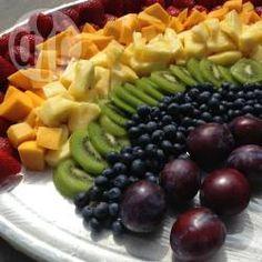 Regenbogen, Früchteplatte, Obstplatte, Kindergeburtstag Mädchen, Feen, Zauber, Rainbow Fruit platter, gesundes Kinderessen Die Anleitung gibts hier http://de.allrecipes.com/rezept/17565/regenbogen-fr-chteplatte.aspx