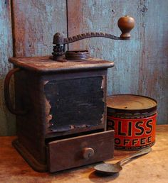 Antique Primitive Wooden Coffee Grinder by prairieantiques. Imagine Starbucks grinding a latte from coffee grinds in that coffee hand mill. Coffee Shop, Coffee Tin, I Love Coffee, Coffee Break, Coffee Cups, Morning Coffee, Antique Coffee Grinder, Coffee Grinders, Café Vintage