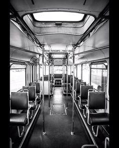 • Vide, comme dans ma tête un dimanche matin • #igers #igersnantes #nantes #naoned #igersfrance #france #nantescity #nantesmaville #nantesmacity #city #cityscape #citylife #urban #urbanexploring #street #streetstyle #journeedupatrimoine #bzh #bus #tan #transport #red #color #bretagne #old #oldschool
