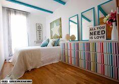 Te mostramos esta idea para renovar tu dormitorio, partiendo de estancias básicas podemos alegrarlas con colores intensos.