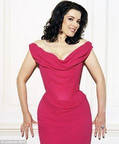 Nigella Lawson loves a Brian* and Chris Rea a crumpet. how the real party… Classy Women, Sexy Women, Stylish Outfits, Cute Outfits, Chris Rea, Nigella Lawson, Pink Gowns, Glamour, Tv Presenters