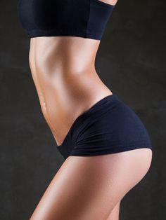 Sie wünschen sich einen knackigen Po, sexy Beine und einen flachen Bauch? Unser effektiver Bauch Beine Po Trainingsplan bringt Sie schnell