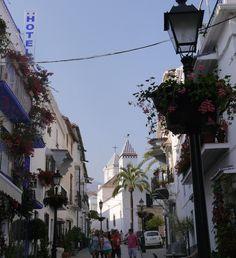 Dies ist ein Gastbeitrag von Stella Kirchner. Sie lebte vier Monate in Andalusien und schreibt heute über diese Region, die sie lieben gelernt hat. Für mich ist Spanien ebenfalls interessant, da ich mehr von Europa sehen möchte. Schauen wir mal, was der Süden zu bieten hat. Andalusien: Dieser Name erweckt die unterschiedlichsten Assoziationen. Der eine denkt an lebendige Metropolen wie Sevilla und Málaga, weltbekannte Kulturdenkmäler wie die Alhambra von Granada, Flamenco-Tänzer…